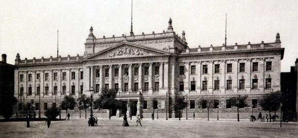 Augusteum_Universität_Leipzig_1898_klein