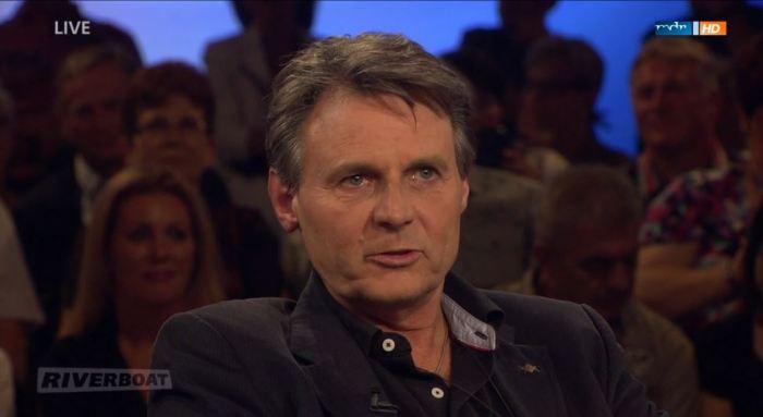 Quelle: ARD, MDR Mediathek, Freimaurer Wolfgang Bahro mit Freimaurer-Pin am Knopfloch