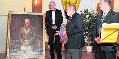 Übergabe des Bildnisses von Karl von Madai durch das Bayreuther Freimaurermuseum an Uwe Dorand (l.), (Foto_ Sebastian)