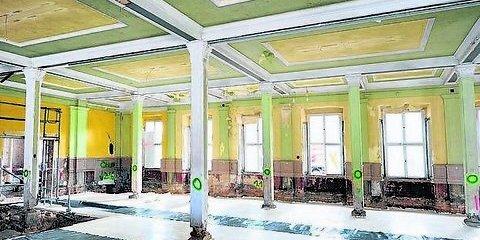 Restauratoren legen die historische Farbgebung frei. (Foto: Andreas Stedtler)