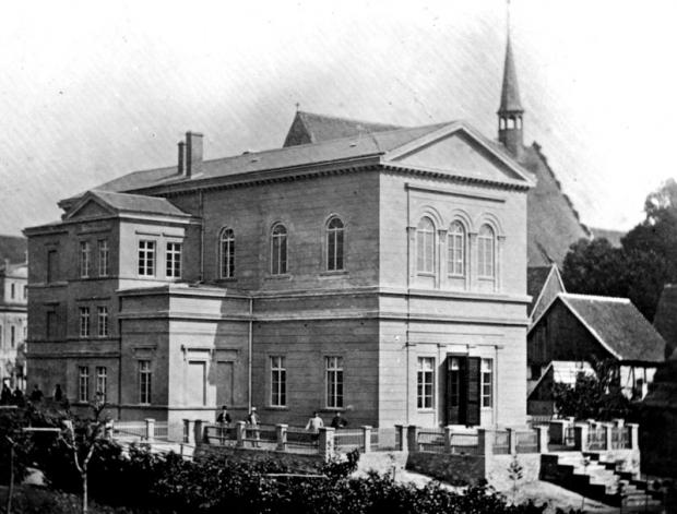 Das Zerbster Logenhaus mit Logenbrüdern. (Foto: Museum der Stadt Zerbst/Anhalt)