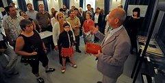Martin Just, Mitglied im Förderverein und Enkel des Freimaurers Karl Just, führte die Besucher der vierten Museumsnacht in den Freimaurertempel. (MZ-Foto: Frank Gehrmann))