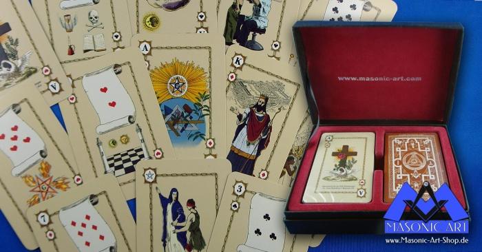 für alle angemeldeten Brüder: freimaurerisches Kartenspiel in Präsentbox, sowie der Buchlogen-Pin und Postkarte